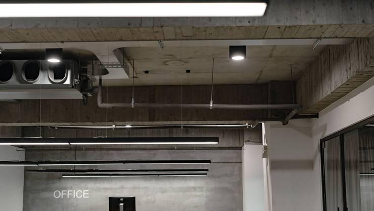 新店辦公室:  辦公室&店面 by NO5WorkRoom
