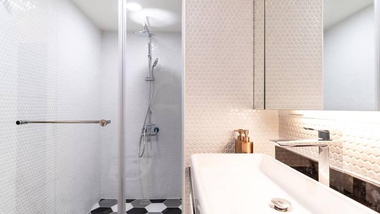 林口住宅:  浴室 by NO5WorkRoom