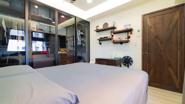 Dormitorios de estilo  de NO5WorkRoom,