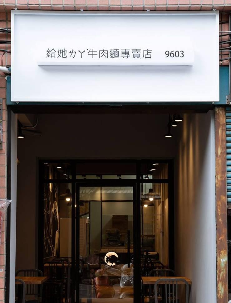 給ㄊㄚ˙牛拉麵:  餐廳 by NO5WorkRoom