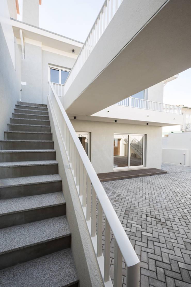 Stairs by SHI Studio, Sheila Moura Azevedo Interior Design, Modern