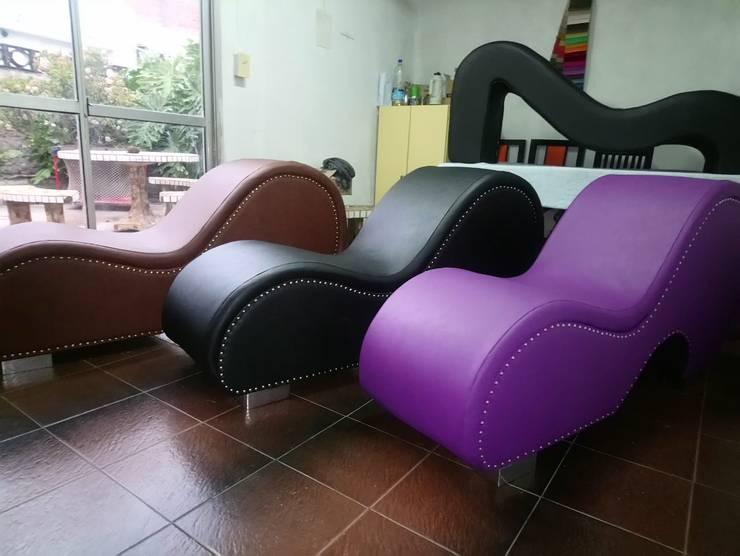 DivanTantrico <q>EL EMPERADOR</q>: Dormitorios de estilo  por KOA DISEÑOS,