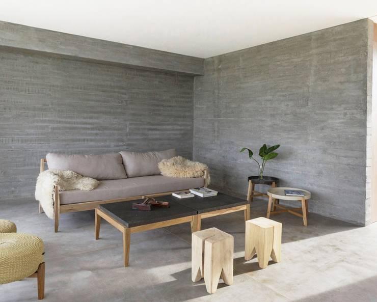 Living escandinavo en casa de BAM arquitectura: Livings de estilo  por LAS MARINAS,