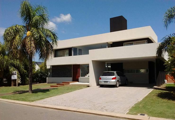 cdq20021: Casas unifamiliares de estilo  por CONSTRUCTORA EDIFICAR,