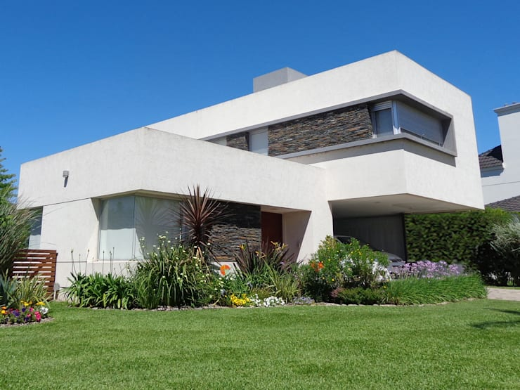 cdq20015: Casas unifamiliares de estilo  por CONSTRUCTORA EDIFICAR,