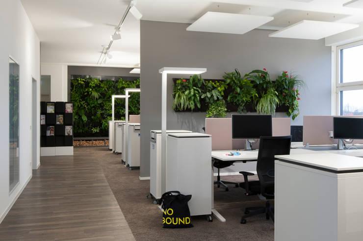 Arbeiten im Open Space:  Bürogebäude von Kaldma Interiors - Interior Design aus Karlsruhe,
