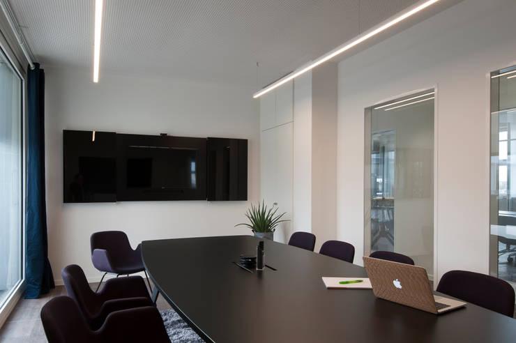 Was zählt in Meetingräumen?:  Bürogebäude von Kaldma Interiors - Interior Design aus Karlsruhe,