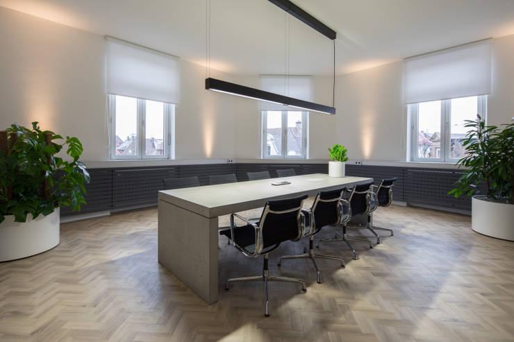 Besprechungszimmer:   von Kaldma Interiors - Interior Design aus Karlsruhe,