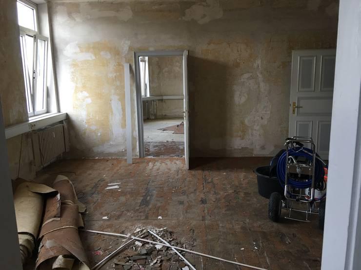 Büroraum Arbeitsplätze Vorher:   von Kaldma Interiors - Interior Design aus Karlsruhe,