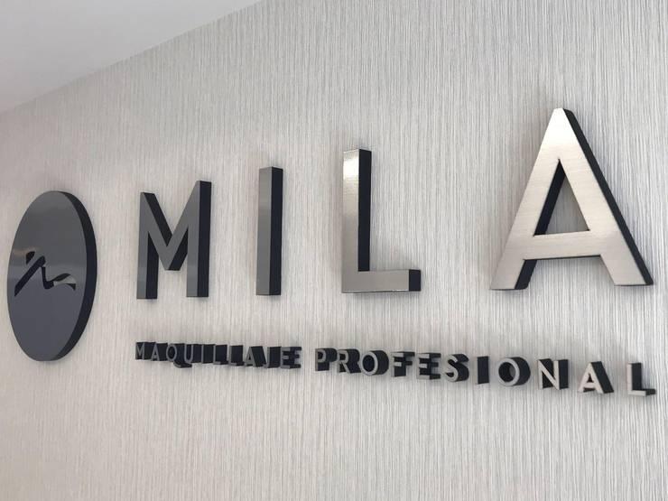 Showroom Mila Dex: Oficinas y locales comerciales de estilo  por Luis Barberis Arquitectos,