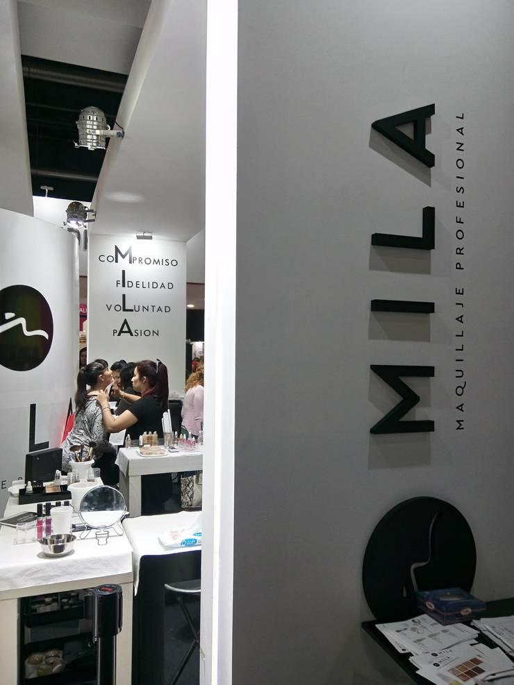 Stand Mila Dex – Expoestética :  de estilo  por Luis Barberis Arquitectos,