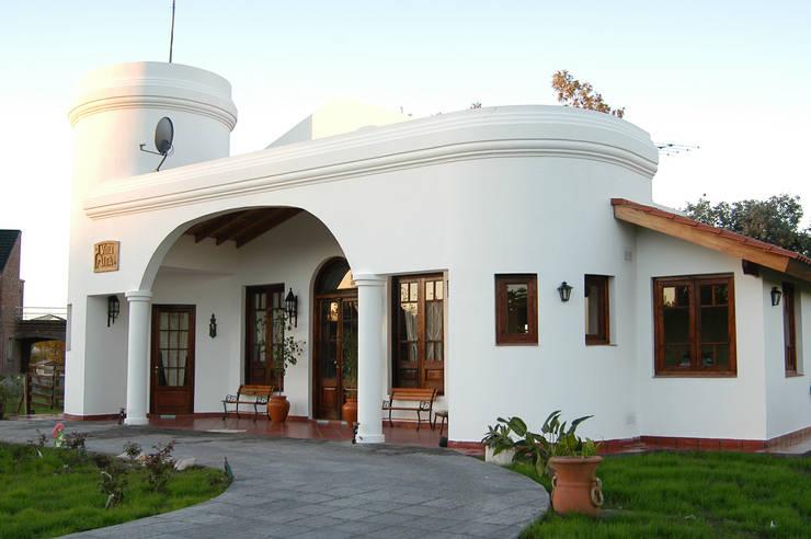 Casa ADPL: Estancias de estilo  por Luis Barberis Arquitectos,