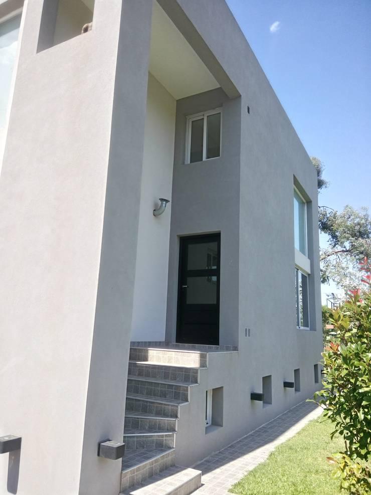 Casa NC: Casas unifamiliares de estilo  por Luis Barberis Arquitectos,