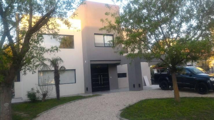 Дома на одну семью в . Автор – Luis Barberis Arquitectos, Минимализм