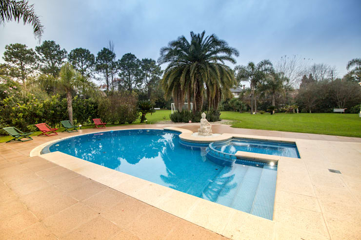 Eclectic style pool by Luis Barberis Arquitectos Eclectic