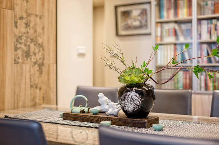 自然質樸-翊盛新天地:  客廳 by 富亞室內裝修設計工程有限公司