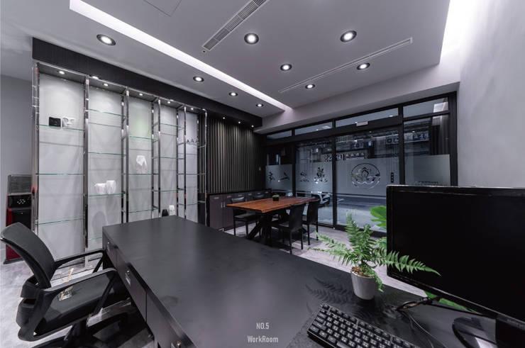 新北萬眾人本辦公室:  辦公室&店面 by NO5WorkRoom