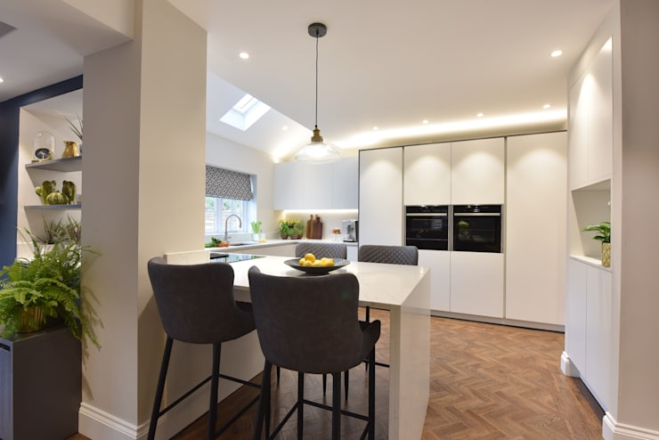 Built-in kitchens by Diane Berry Kitchens,