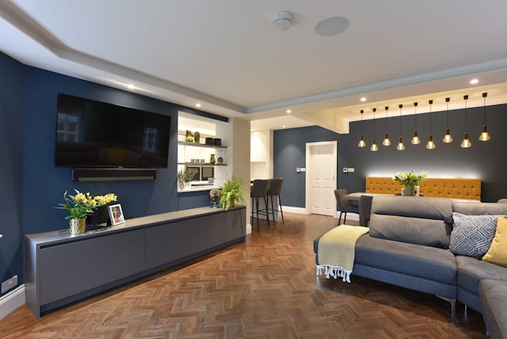 Living room by Diane Berry Kitchens,