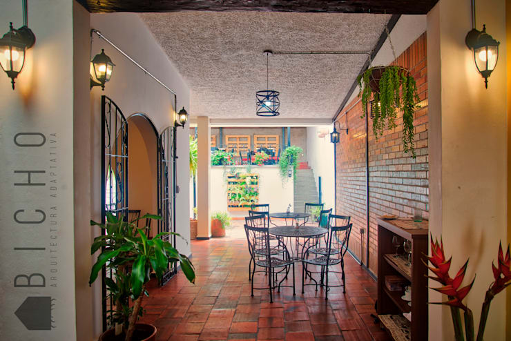 BOULAN (obra):  de estilo colonial por BICHO arquitectura, Colonial Cerámica