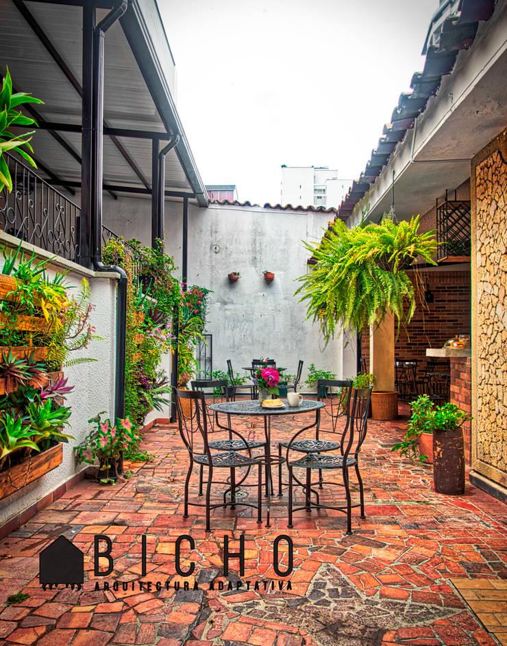 BOULAN (obra): Terrazas de estilo  por BICHO arquitectura, Ecléctico Hierro/Acero