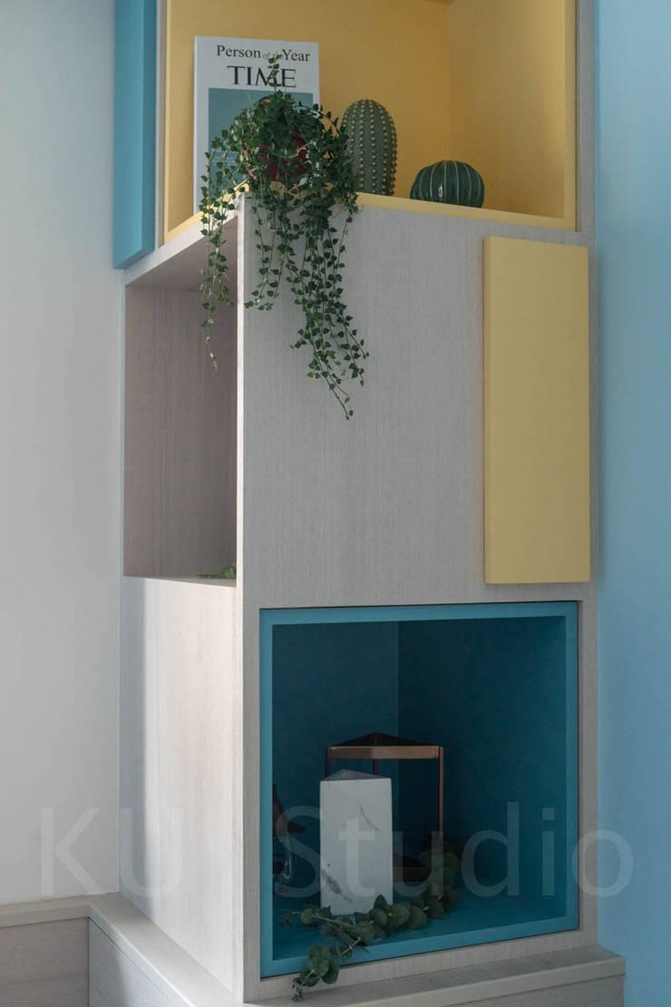 溫馨成家-及第好悅:  客廳 by 富亞室內裝修設計工程有限公司