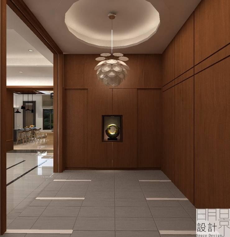 ‧大‧宅‧:  走廊 & 玄關 by 明景空間設計工作室