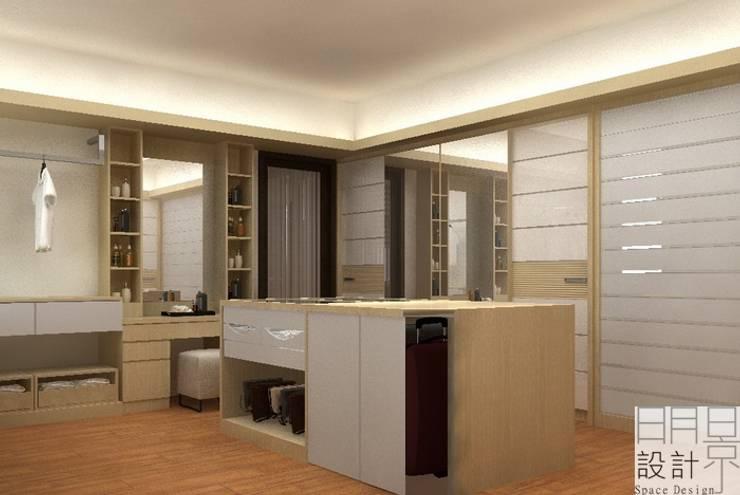 ‧大‧宅‧:  更衣室 by 明景空間設計工作室