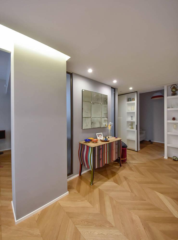 Corridor & hallway by Formaementis, Modern