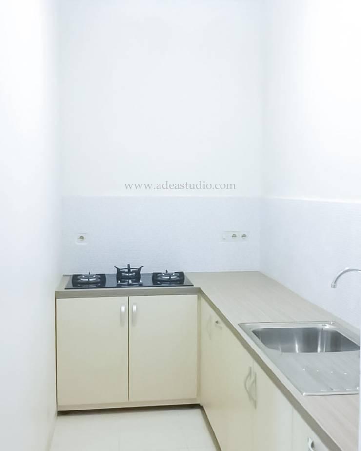 Kitchen:  Unit dapur by ADEA Studio