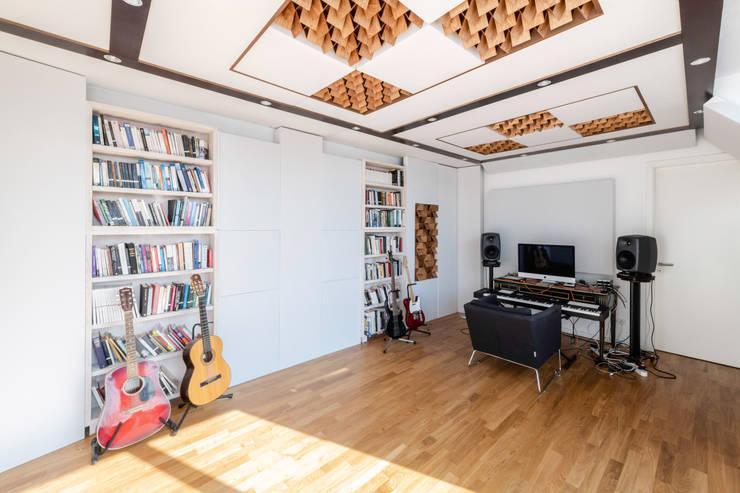 Musik Zimmer für einem Private Kunde.  Desing und Herstellung:  Multimedia-Raum von Schubert Studio Akustik Berlin