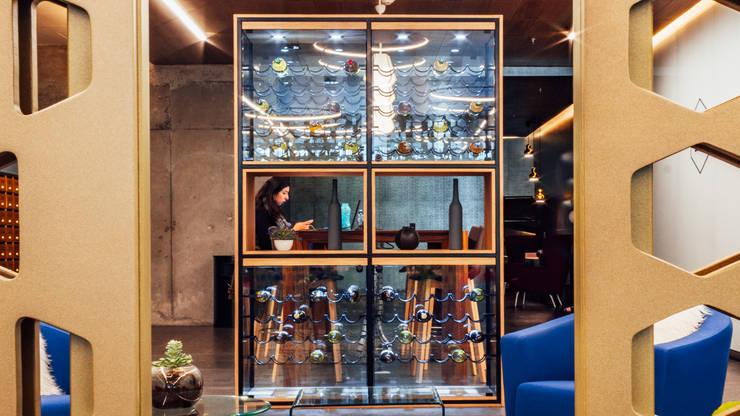 Wine cellar by TocoMadera, Modern