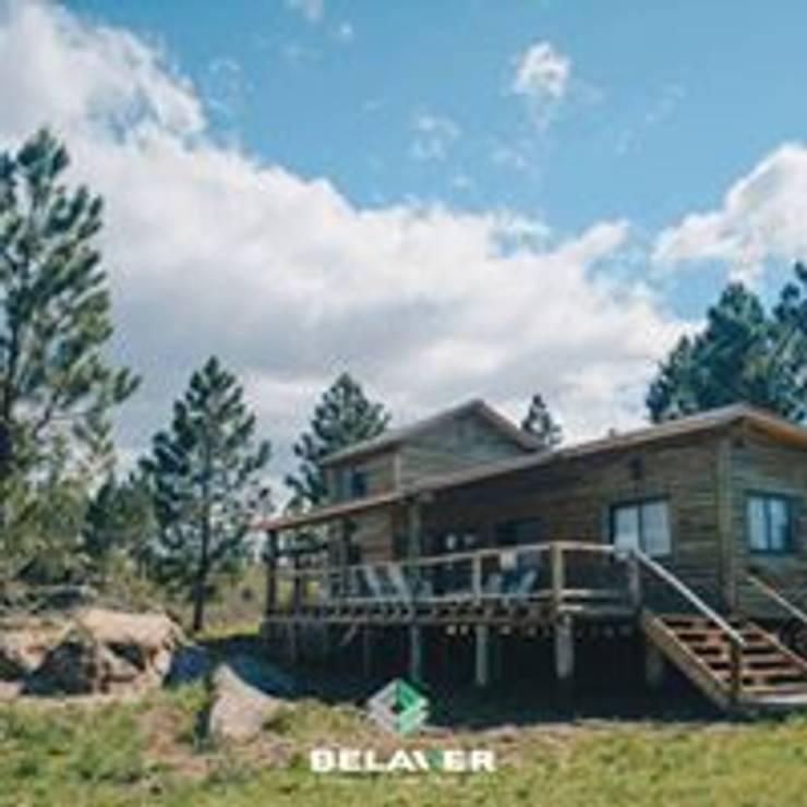 Construcciones de cabañas en tronco: Bares y Clubs de estilo  por Constructora Belaver,