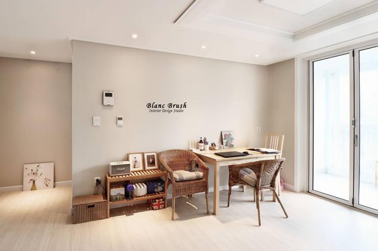 Living room by 블랑브러쉬, Modern