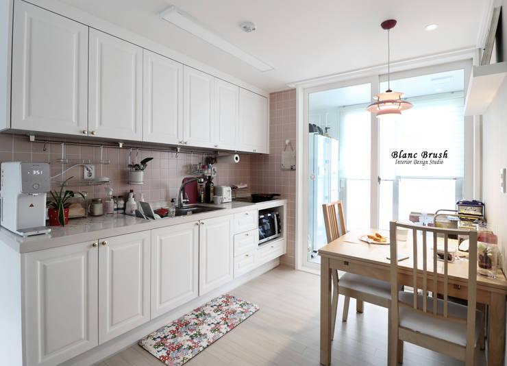 Kitchen by 블랑브러쉬, Modern