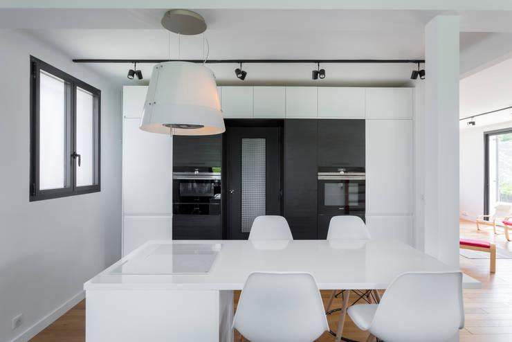 Встроенные кухни в . Автор – Fables de murs, Модерн МДФ