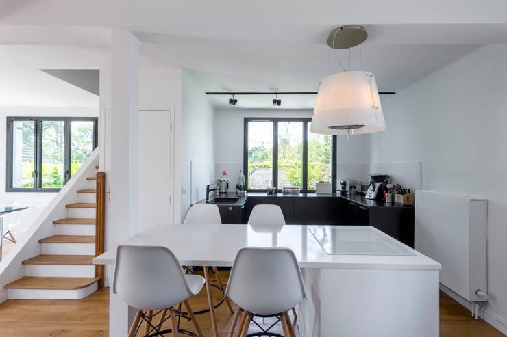 Встроенные кухни в . Автор – Fables de murs, Модерн Кварц