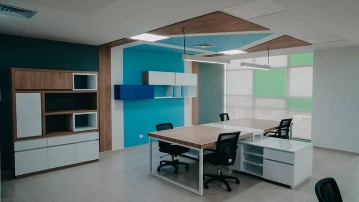 Diseño comercial Conexus: Centros comerciales de estilo  por TICKTO STUDIO, Ecléctico