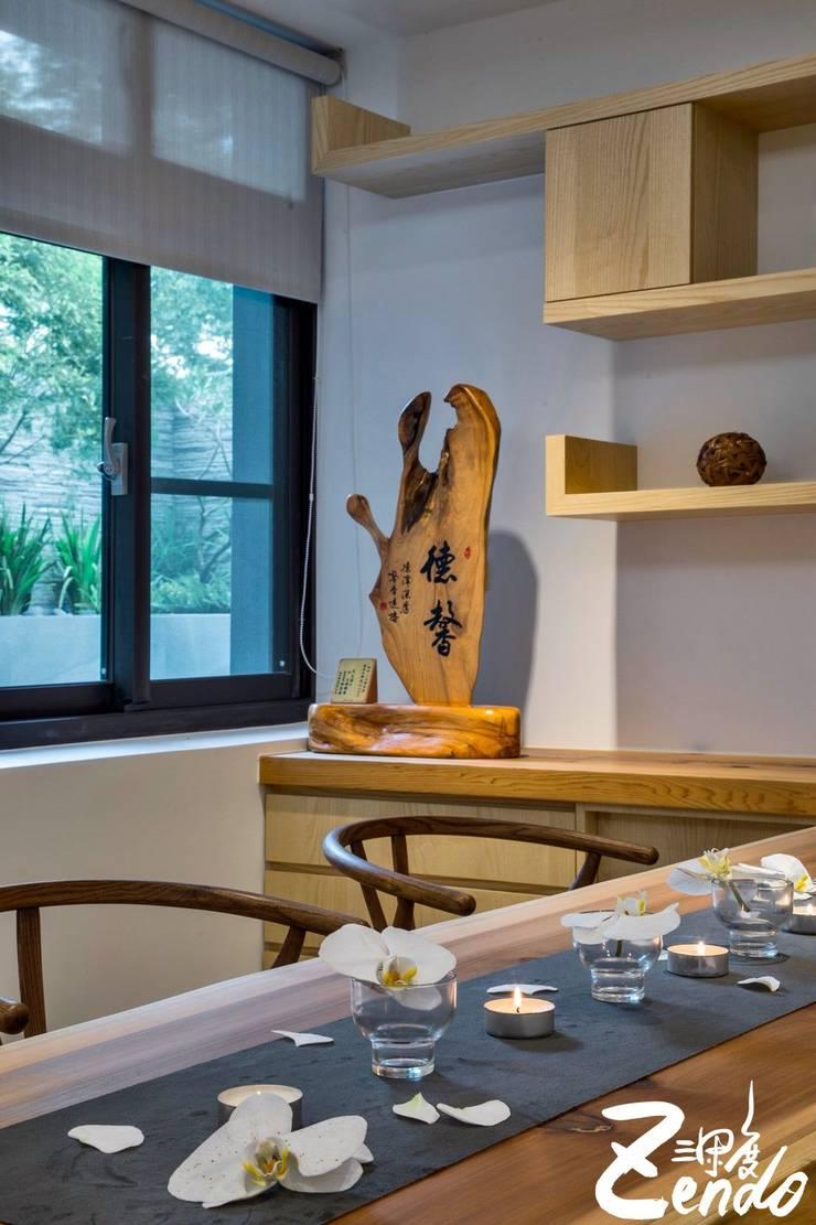 夏木漱石:  客廳 by Zendo 深度空間設計