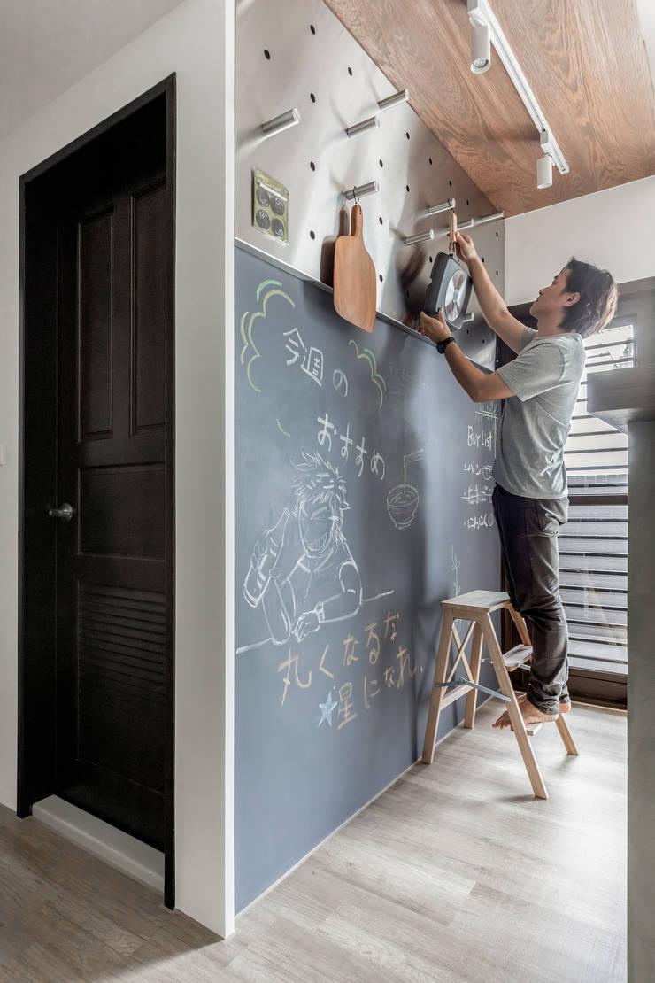 豆米屋:  牆面 by 寓子設計