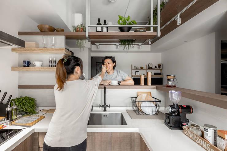 豆米屋:  廚房 by 寓子設計