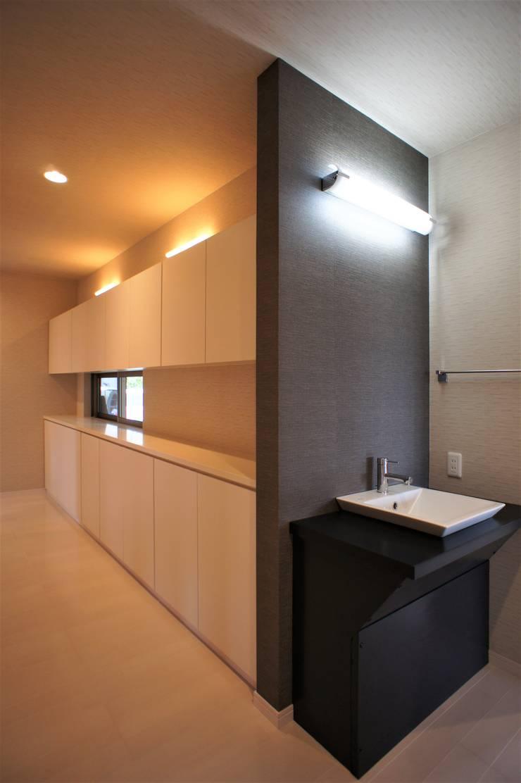 ~開放感あふれる暮らしを楽しむ『回遊する眺望リビングの家』: 西薗守 住空間設計室が手掛けたです。,
