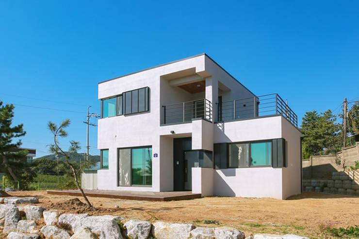 [경기 안성] 꾸밈없는 매력을 표현한 집: 한글주택(주)의  전원 주택,