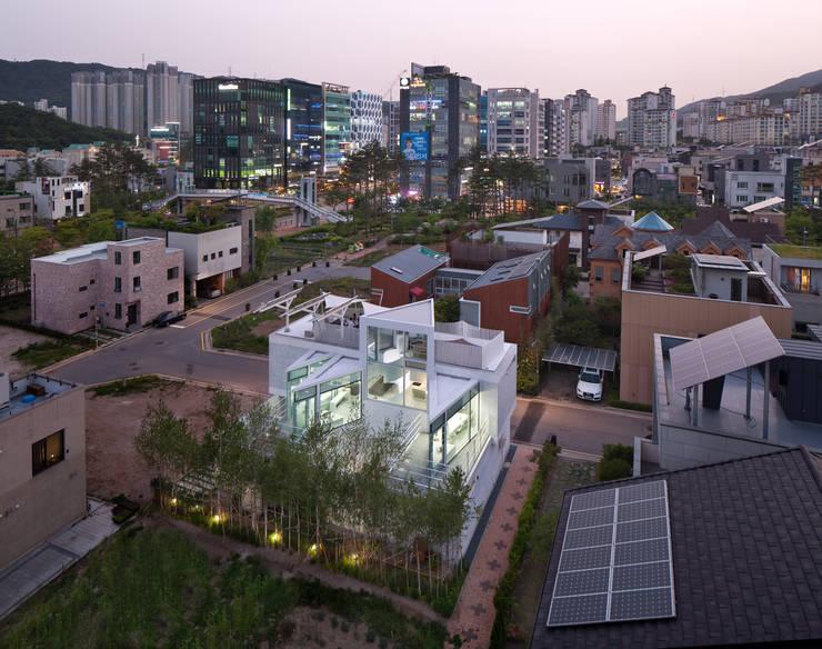 조감사진: 건축연구소.유토 UTOlabs의  일세대용 주택