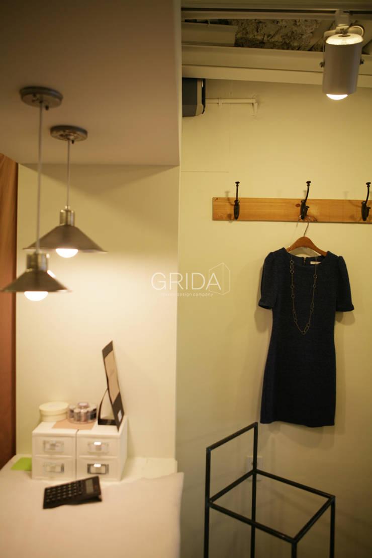 용산구 의류 매장 'Mary Jane': 그리다아이디의  드레싱 룸,