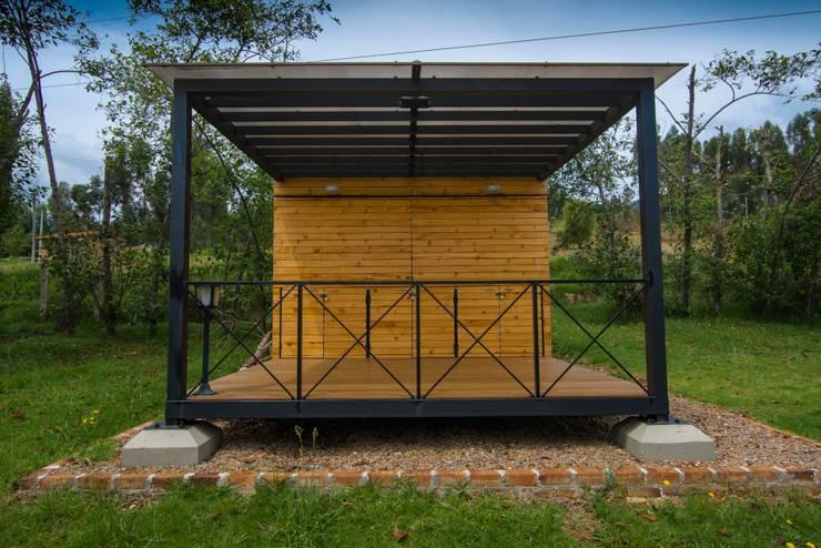 Modulo Barbecue + baños: Fincas de estilo  por Camacho Estudio de Arquitectura