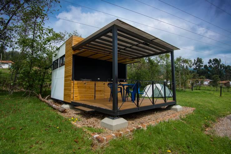 Modulo Barbecue + baños: Chalets de estilo  por Camacho Estudio de Arquitectura