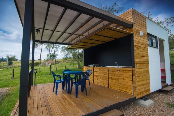 Modulo Barbecue + baños: Casas pequeñas de estilo  por Camacho Estudio de Arquitectura