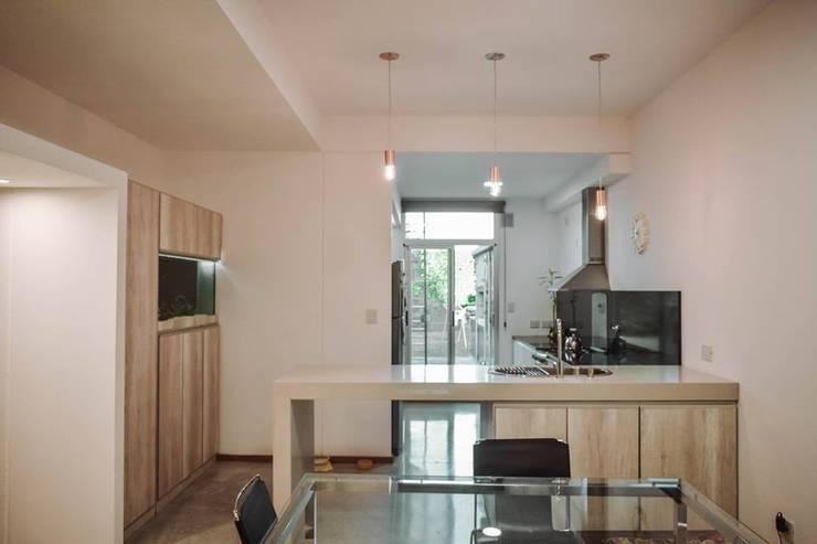 Reforma Casa JN: Livings de estilo  por ERA - Estudio Rosarino de Arquitectura,