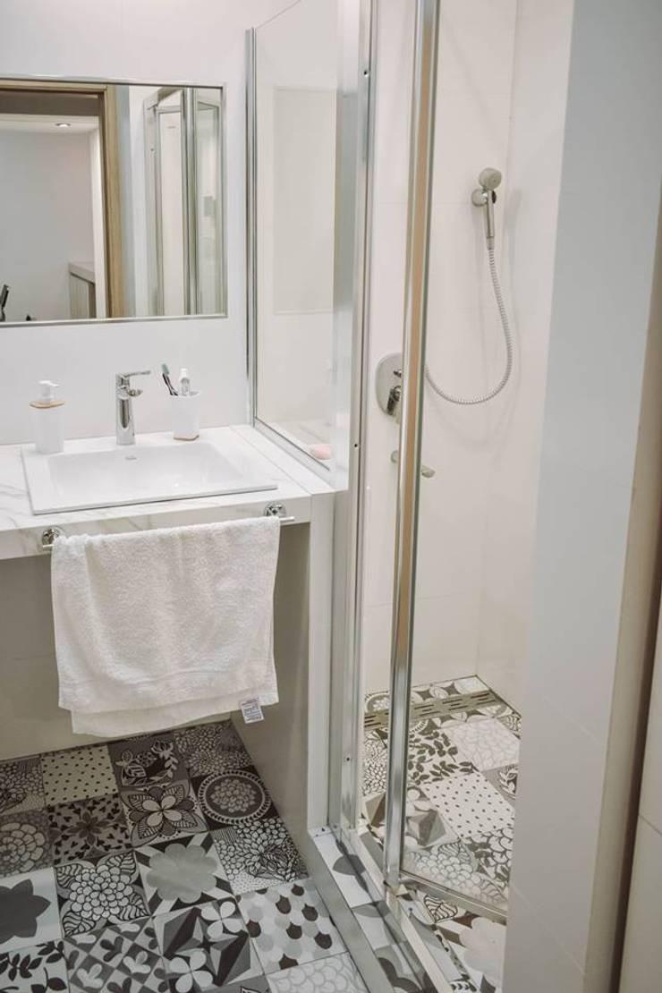 Reforma Casa JN: Baños de estilo  por ERA - Estudio Rosarino de Arquitectura,